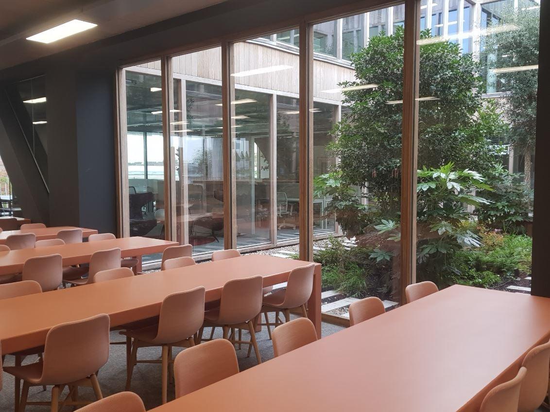 Binnentuin en lunchruimte3