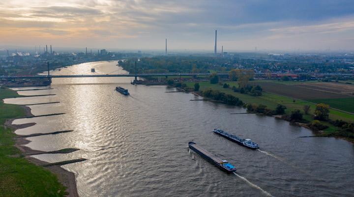 Binnenvaartschepen op de Rijn in 2030 op waterstof